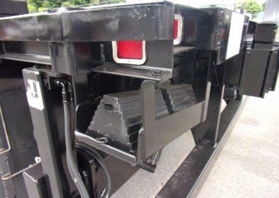 INT. PAYSTAR 5000 BOOM TRUCK (44)